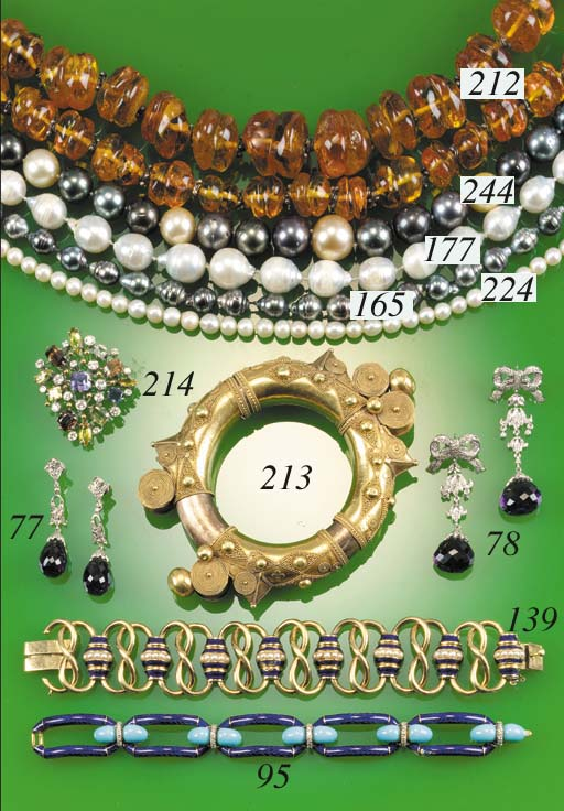 A South Sea cultured pearl nec