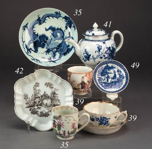 A Worcester 'dry blue' teacup