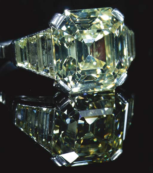 A square, step cut diamond sin