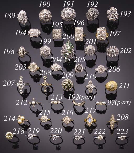 An unmounted diamond,