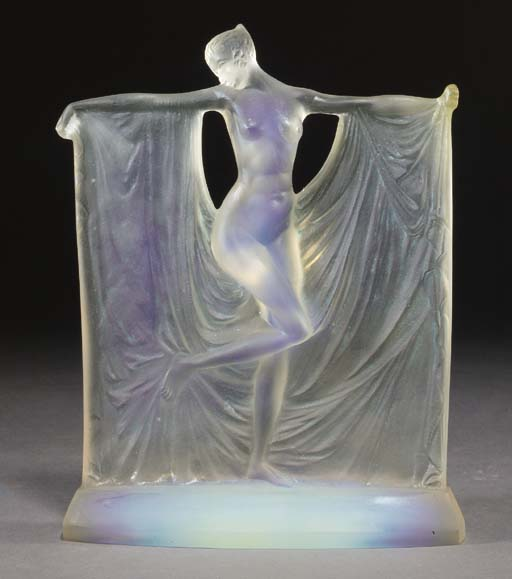 'SUZANNE' A GLASS FIGURE