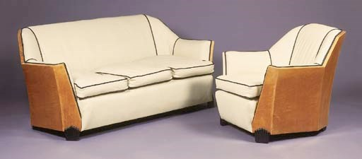 A BIRCH UPHOLSTERED LOUNGE SUI