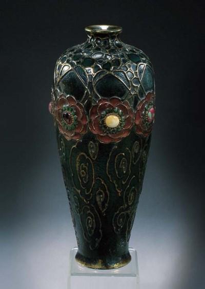 An Amphora porcelain vase