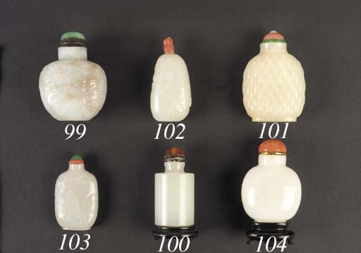A white jade snuff bottle 19th