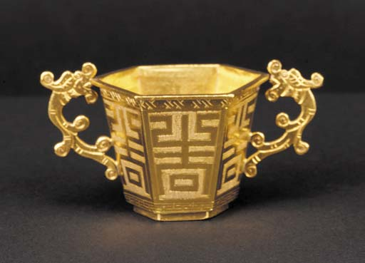 A gold hexagonal incised decor