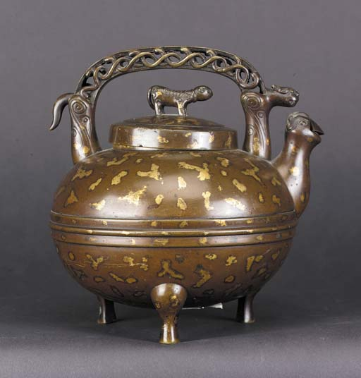 A bronze gold splash wine pot