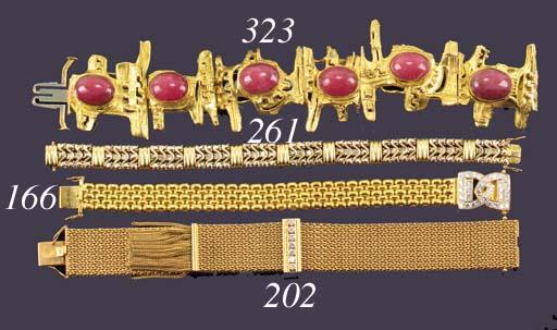 A diamond set bracelet of ten