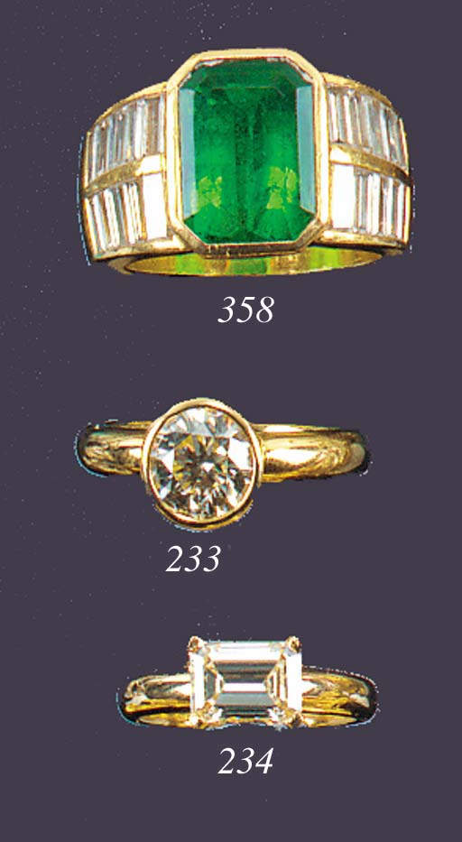 An emerald and baguette diamon
