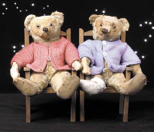 Twin English teddy bears