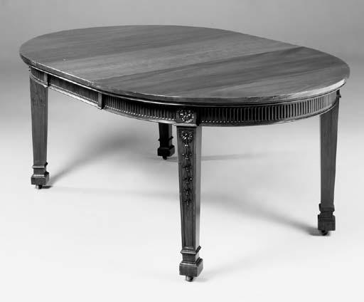 An oval mahogany extending din