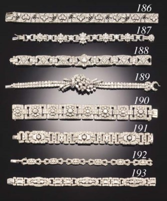 A DIAMOND AND BAGUETTE DIAMOND