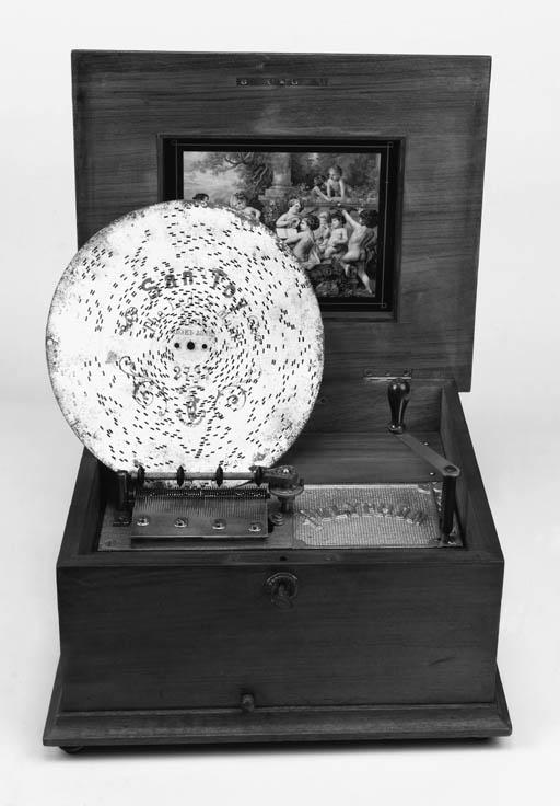 An 11-inch table Polyphon