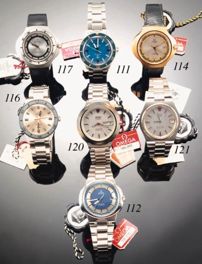 A STAINLESS STEEL DIVER'S WATE