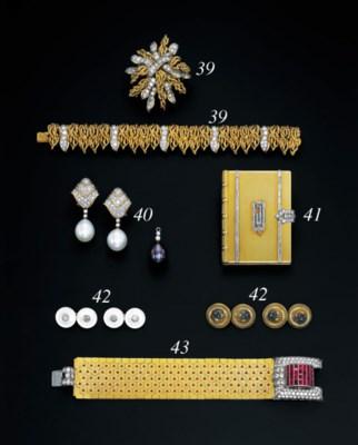 A SUITE OF DIAMOND-SET JEWELLE