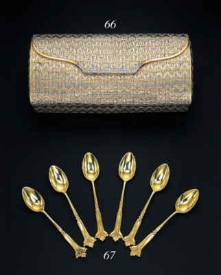 A SET OF 18K GOLD COFFEE SPOON