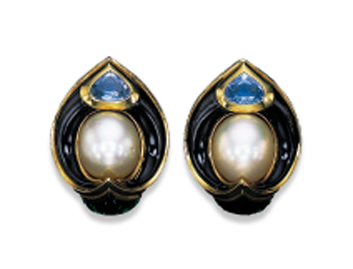 A PAIR OF CULTURED PEARL, MULT