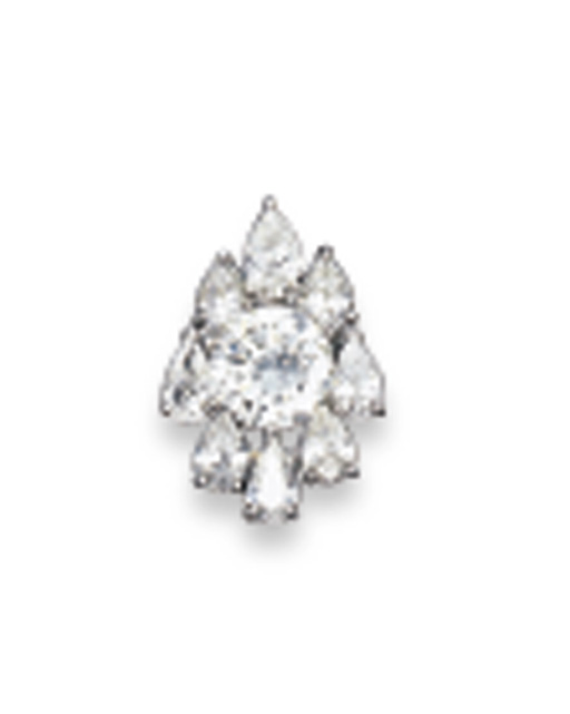A DIAMOND PENDENT NECKLET