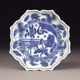 A RARE LATE MING BLUE AND WHITE OCTAFOIL DISH