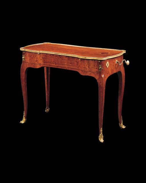 TABLE A MECANISME D'EPOQUE LOUIS XV