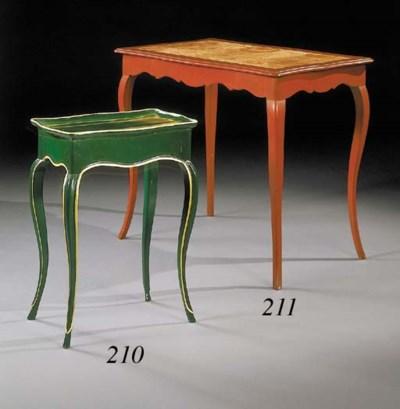 TABLE EN CABARET DE STYLE LOUI