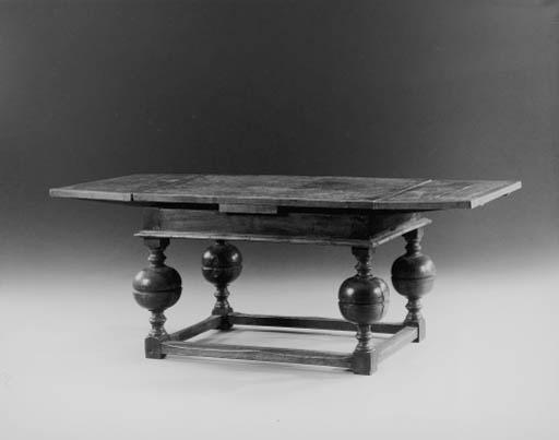 A DUTCH BAROQUE ELM DRAW-LEAF TABLE