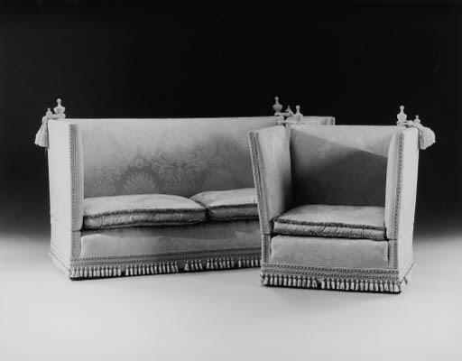A SUITE OF KNOWLE SEAT FURNITURE