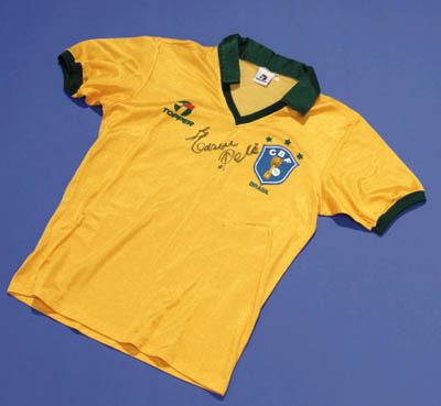 PELE SIGNED BRAZILIAN NATIONAL