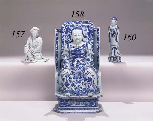 A BLUE AND WHITE FIGURE OF A F