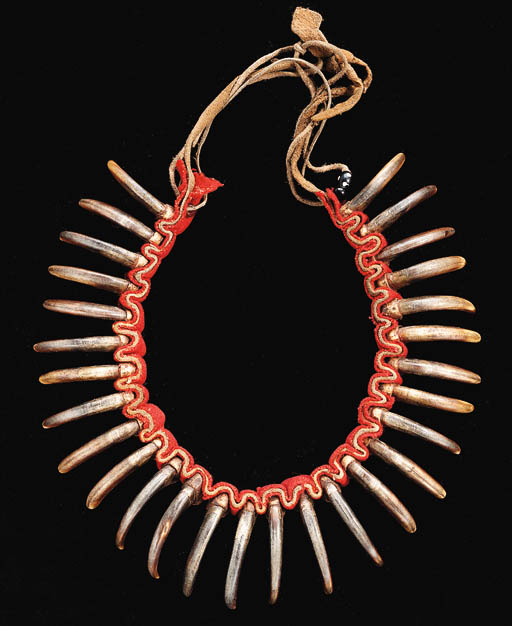 A GRIZZLY BEAR CLAW NECKLACE