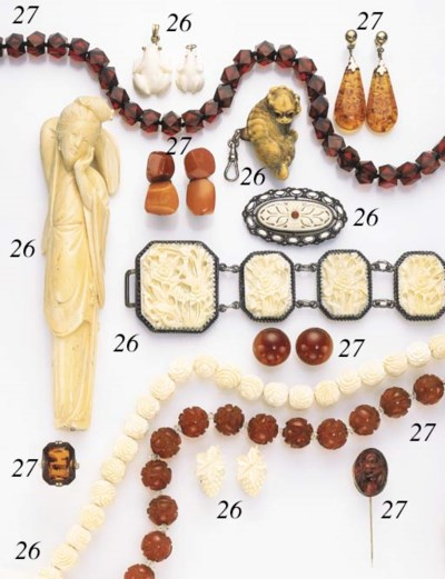AN ASSORTED GROUP OF IVORY, BO