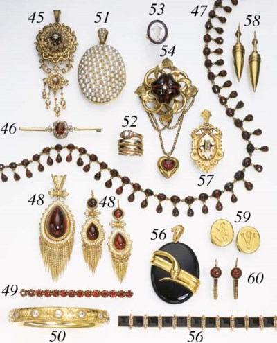 AN ANTIQUE PEARL AND GOLD PEND