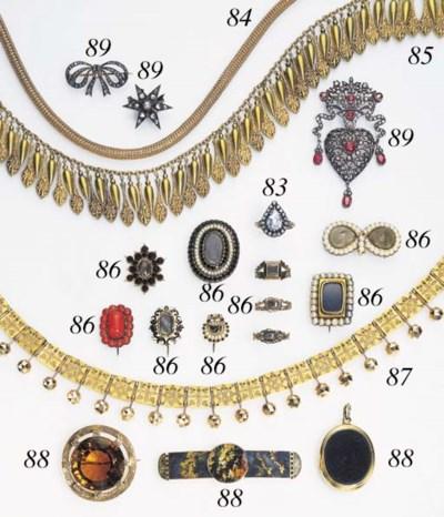 AN ANTIQUE DIAMOND AND GOLD RI