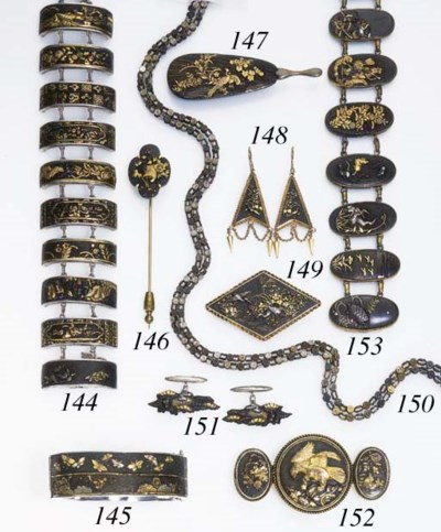 A GROUP OF MIXED METAL JEWELRY