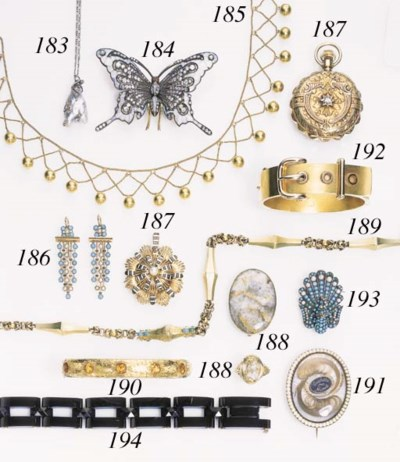A GROUP OF ASSORTED JEWELRY AN
