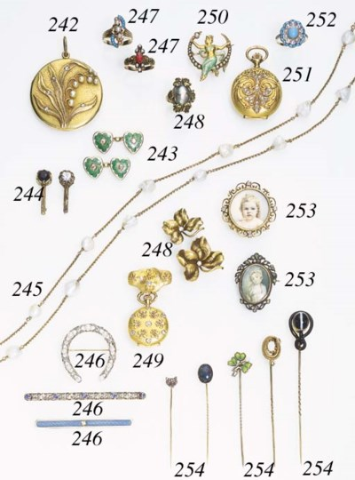 A GROUP OF ASSORTED GOLD JEWEL