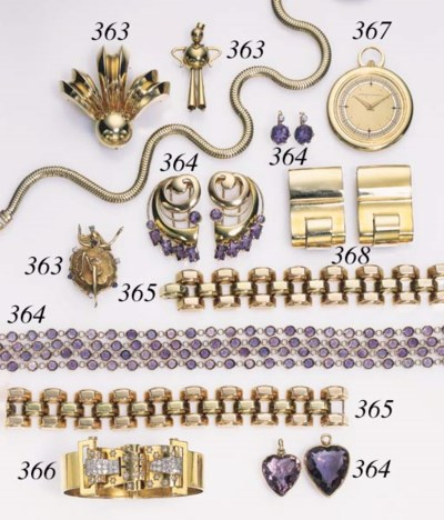 A GROUP OF RETRO JEWELRY