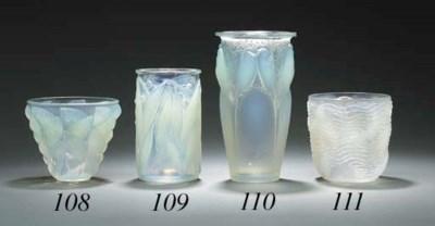 'CEYLAN', AN OPALESCENT GLASS