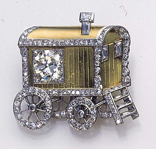 A RETRO DIAMOND AND GOLD BROOC