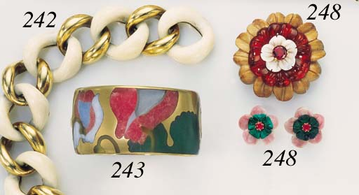 A GROUP OF CARVED GEMSTONE JEWELRY, BY SEAMAN SCHEPPS