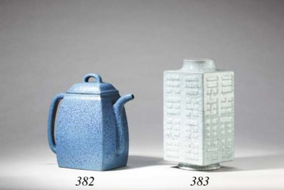 A Crackle-Glazed Cong-Form Vas