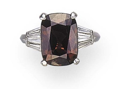 A SINGLE-STONE ALEXANDRITE RIN