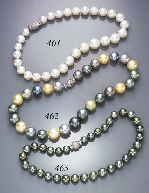 A SINGLE-STRAND BLACK CULTURED PEARL NECKLACE