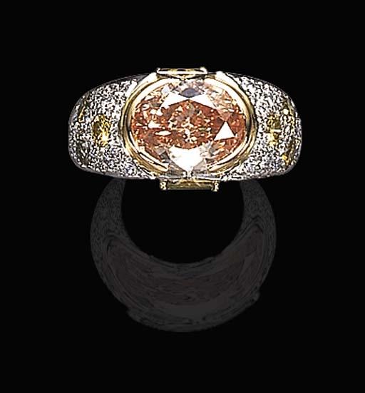 A FANCY BROWN-ORANGE DIAMOND RING