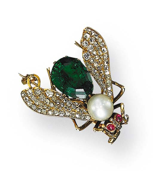 A CHARMING ANTIQUE PEARL, EMERALD AND DIAMOND FLY PIN