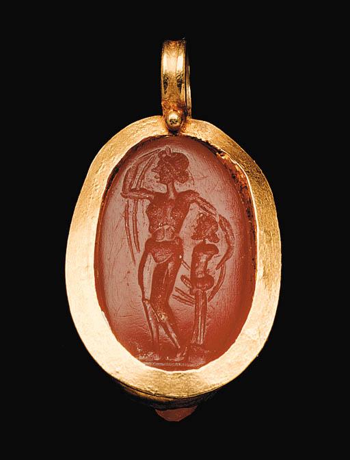 A ROMAN CARNELIAN AND GOLD PEN