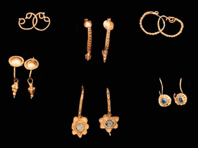 FIVE PAIRS OF ANCIENT GOLD EAR