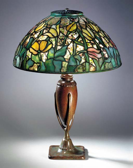 A 'TULIP' LEADED GLASS AND BRONZE TABLE LAMP