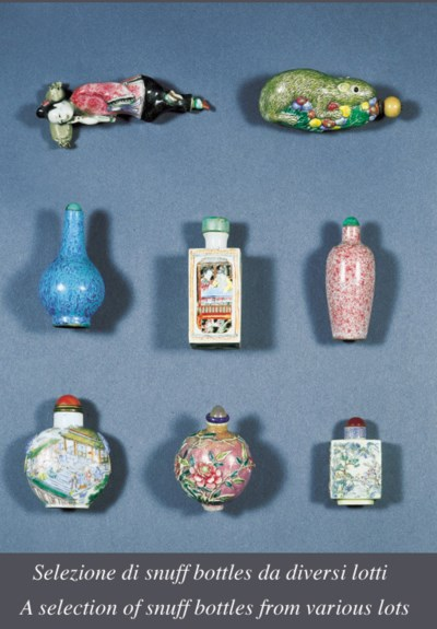 DUE SNUFF BOTTLES IN PORCELLAN