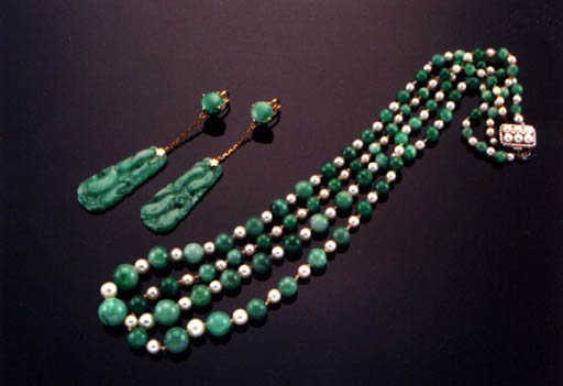 A DOUBLE-STRAND JADEITE AND PEARL NECKLACE AND A PAIR OF JADEITE EAR-PENDANTS