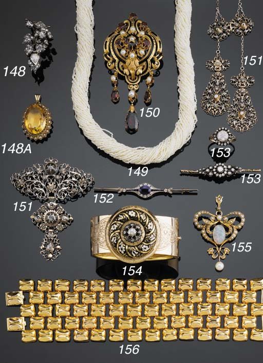 A COLLECTION OF GOLD, SILVER A